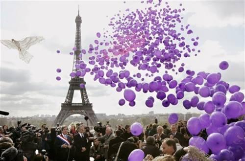 100 000 ballons pour Florence Aubenas_16_avr_2005_11